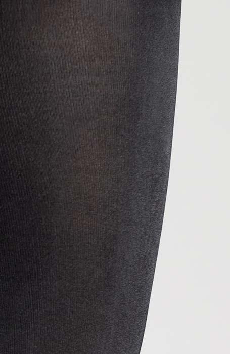 Černé zimní punčocháče 100 DEN s decentním leskem Cortina